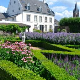 Klassieke 18de eeuwse Engelse cottage tuin