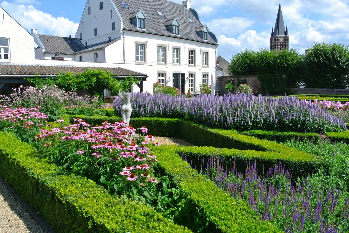 Hoveniersbedrijf de ginkgo tuin ontwerp aanleg en onderhoud for Tuin beplanten