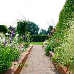 Cortenstaal tuin in combinatie met gebakken waaltjes - hoveniersbedrijf de ginkgo