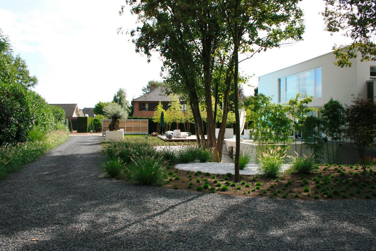 Villa tuin met ruime oprit1