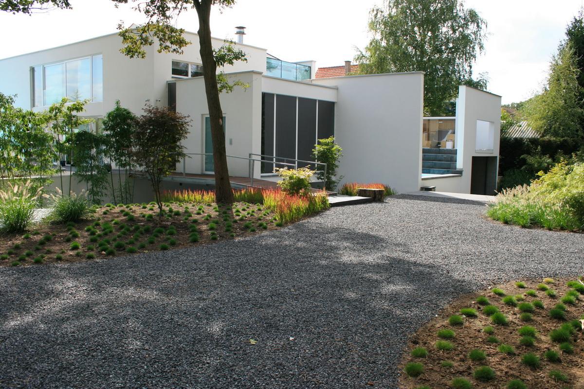 Villa tuin met ruime oprit hoveniersbedrijf de ginkgo - Tuin oprit plaat ...