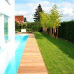Villa tuin met moderne (water) elementen en strakke lijnen