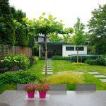 Tuin met stapstenen door hovenier de ginkgo