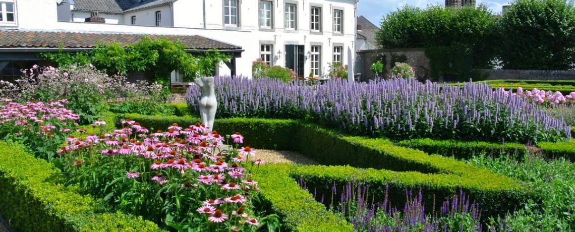 Engelse cottagetuin in klassieke stijl