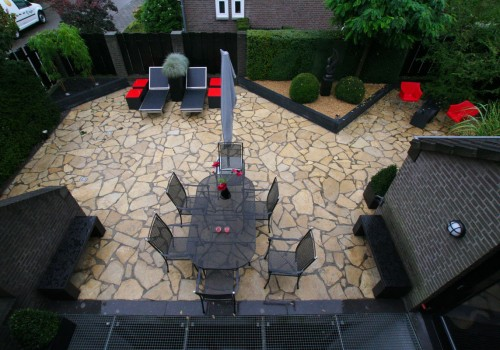 Moderne achtertuin van Flagstones